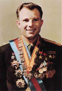 200px-Yuri_Gagarin_official_portrait.jpg
